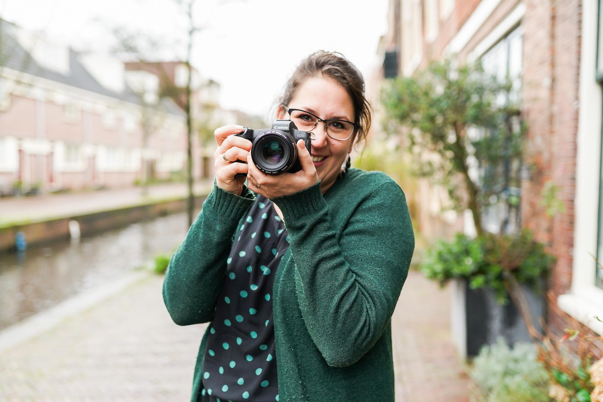 Dasja Dijkstra de fotograaf van Das' Knuss Fotografie en de Kunstenaar van Schaduwfoto